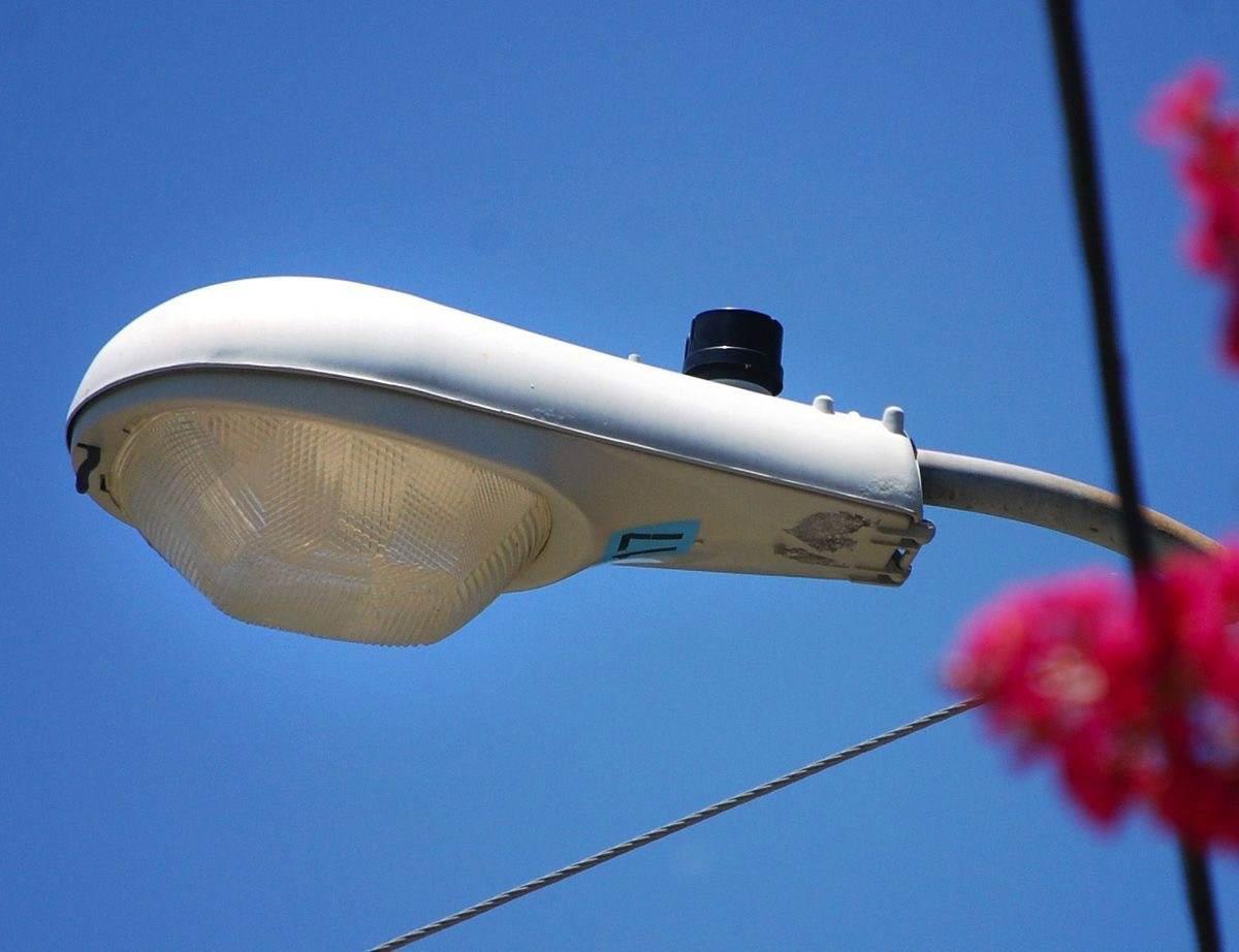 Уличный фонарь с фотореле