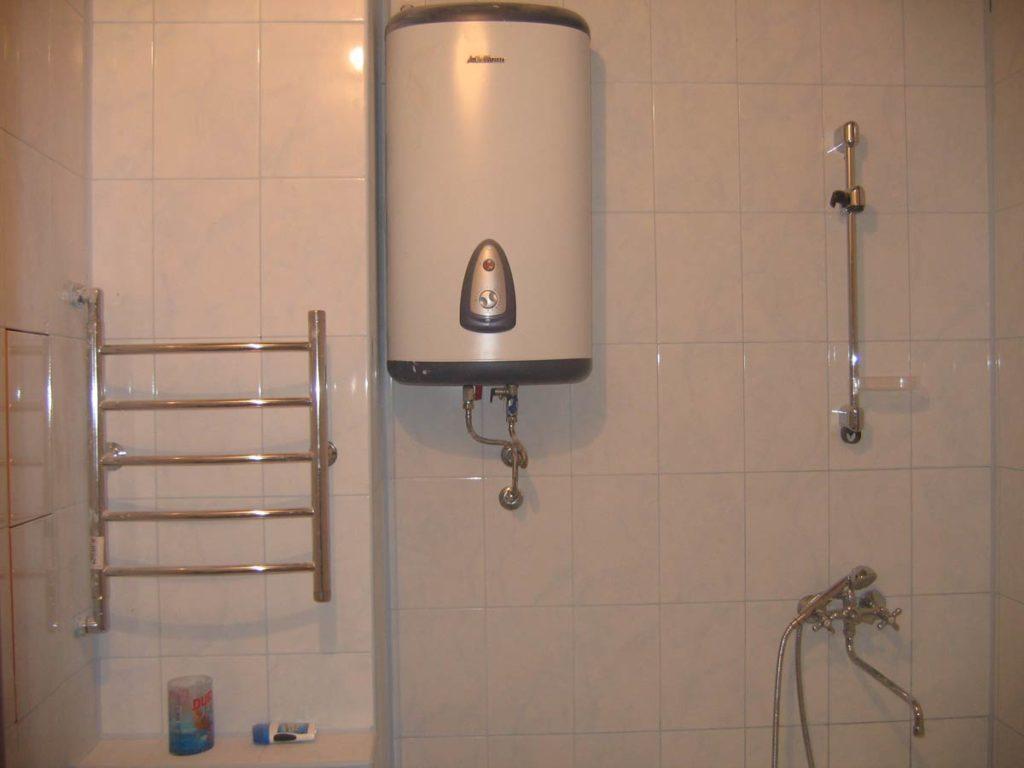 Бойлер в квартире (в ванной)