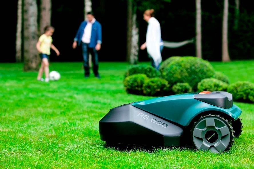 Робот косилка газона